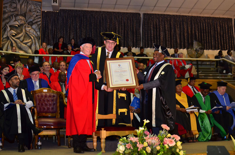 Dr Brand Pretorius receives an honorary Doctorate
